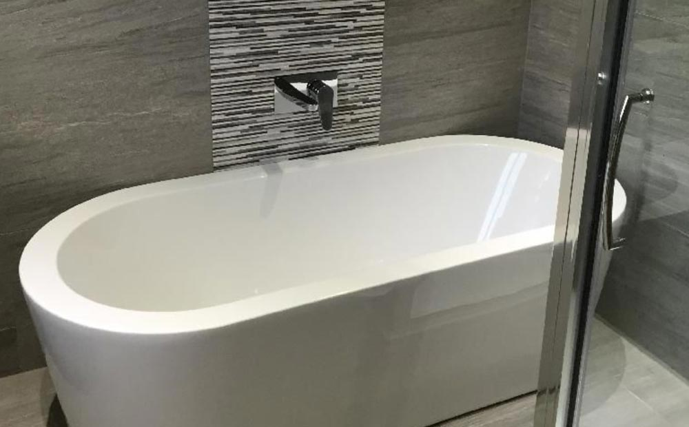 Modern free standing bathtubs perfect vanity art white for Modern stand alone bathtubs